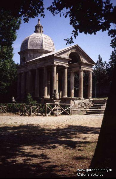 Бомарцо. Храм